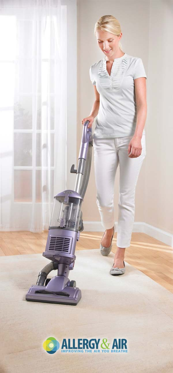 Bagless Vacuum Cleaner: The Pros & Cons